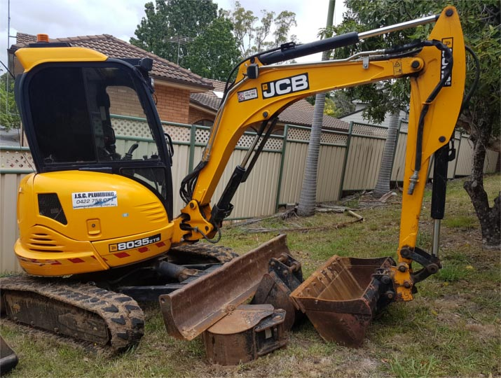 For extra grunt, we rely on our JCB 8035 ZTS compact excavator